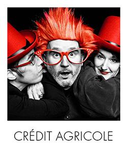 photocall-noir-et-blanc-rouge-crédit-agricole